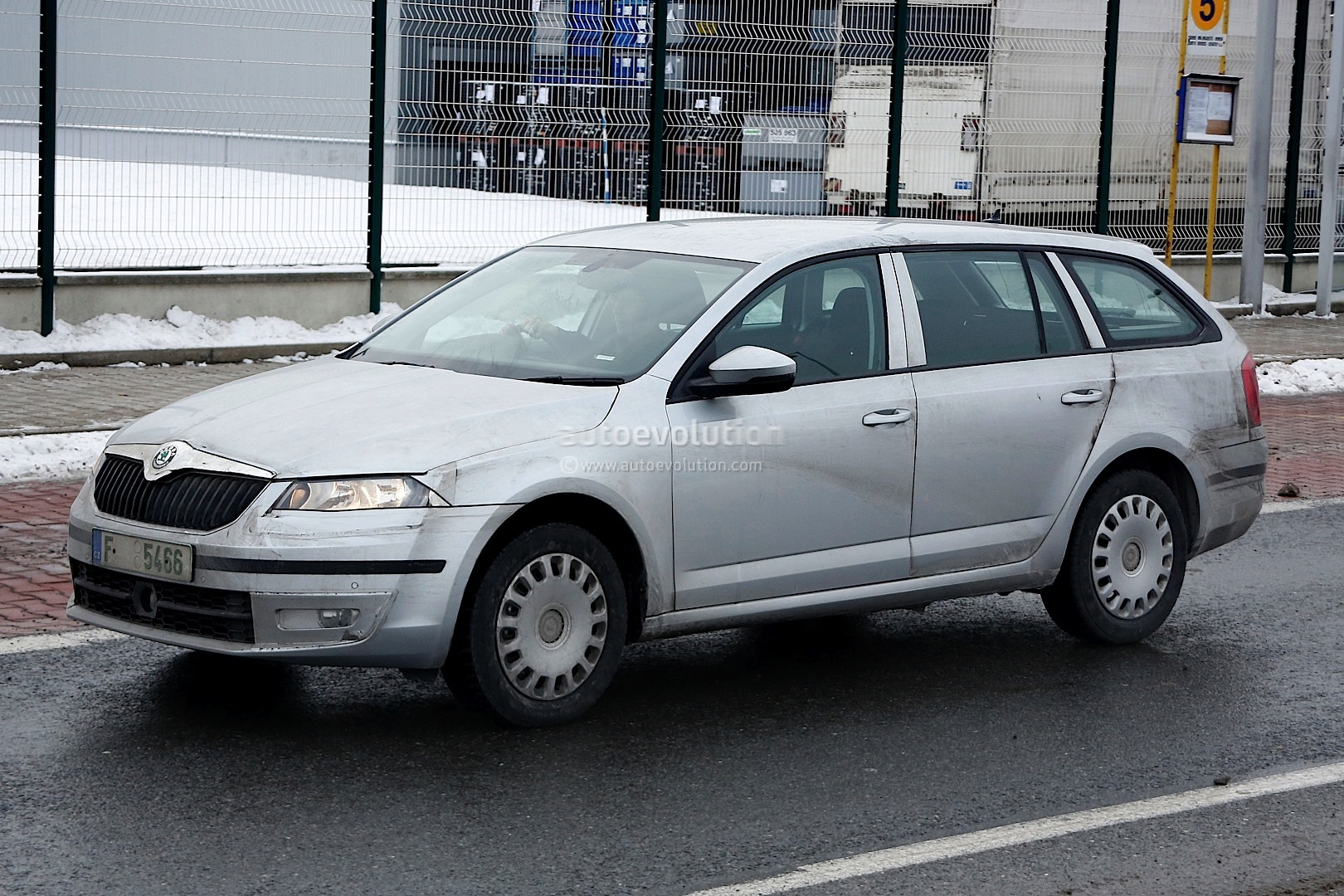 spyshots new skoda octavia combi estate autoevolution. Black Bedroom Furniture Sets. Home Design Ideas