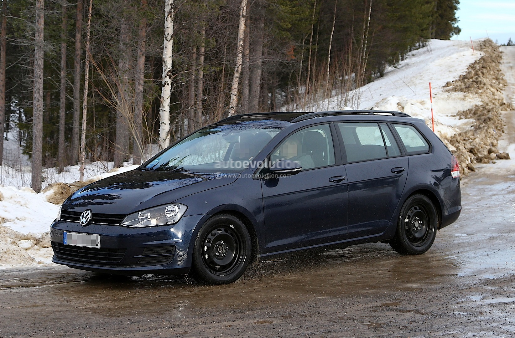 spyshots new volkswagen golf variant jetta sportwagen autoevolution. Black Bedroom Furniture Sets. Home Design Ideas