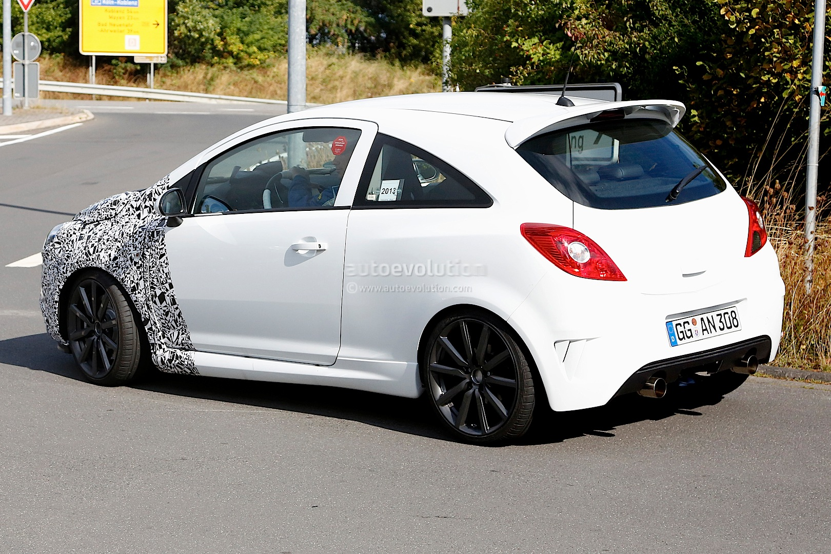 spyshots opel corsa opc facelift should get new sidi turbo engine autoevolution. Black Bedroom Furniture Sets. Home Design Ideas