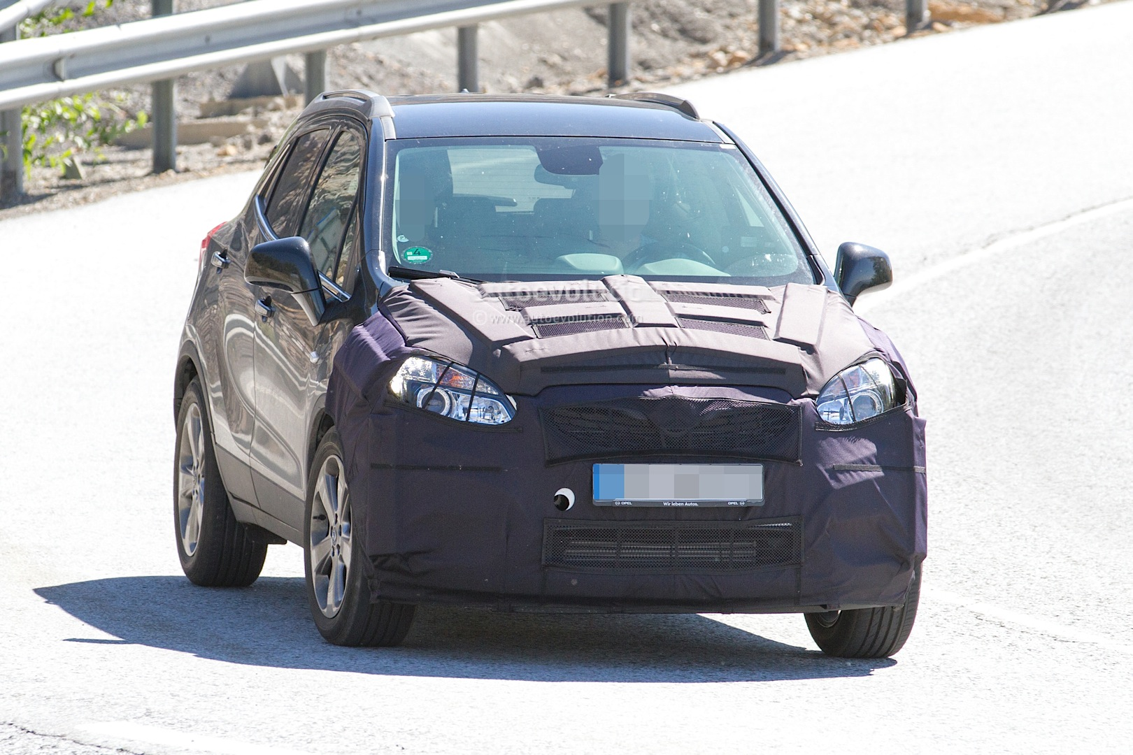 spyshots 2016 opel mokka facelift getting euro 6 engines from astra k hatchback autoevolution. Black Bedroom Furniture Sets. Home Design Ideas