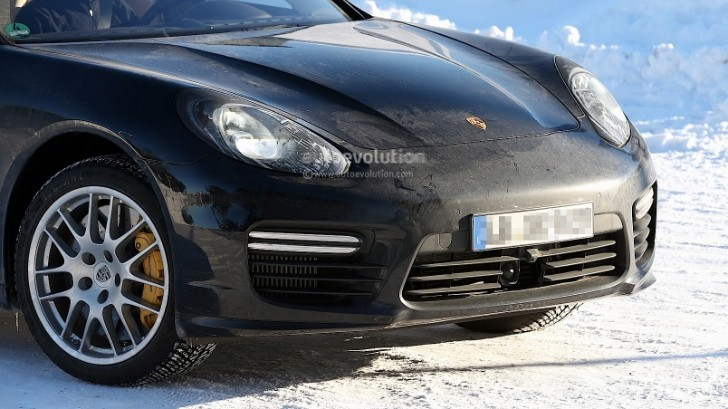 Spyshots: Porsche Panamera Facelift Spotted with No Camo