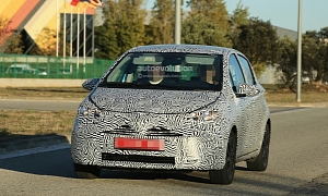 Spyshots: Toyota Yaris Facelift Getting Xenon Headlights - AutoScoops