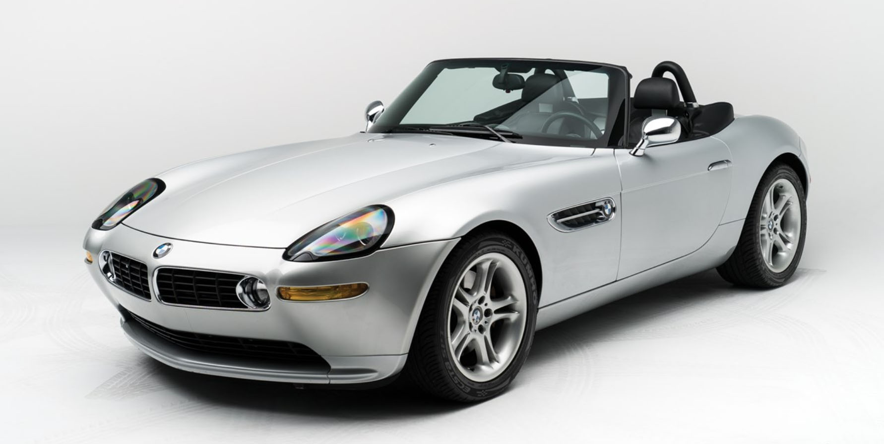 Steve Jobs\' 2000 BMW Z8 Goes on Auction, Motorola Flip-Phone ...