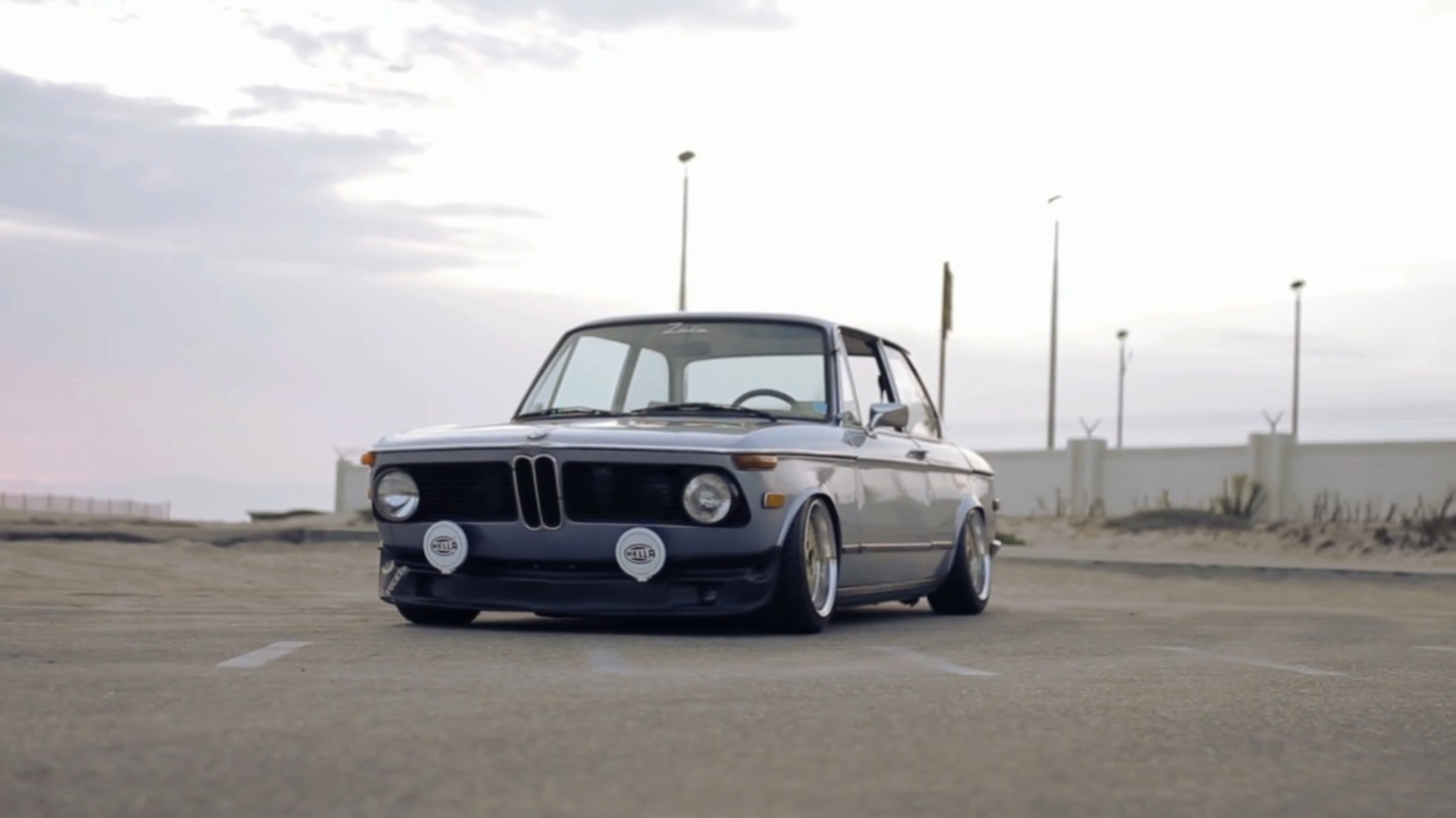 stunning bmw 2002 is somebody s daily driver autoevolution. Black Bedroom Furniture Sets. Home Design Ideas