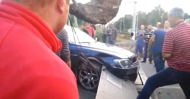 Stupid Russians Ram Expensive BMW into Railway Crossing Barrier [Video]
