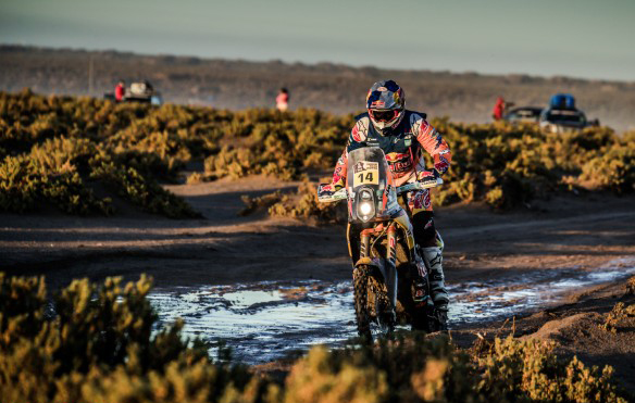Good Samaritan Peterhansel leads in Dakar