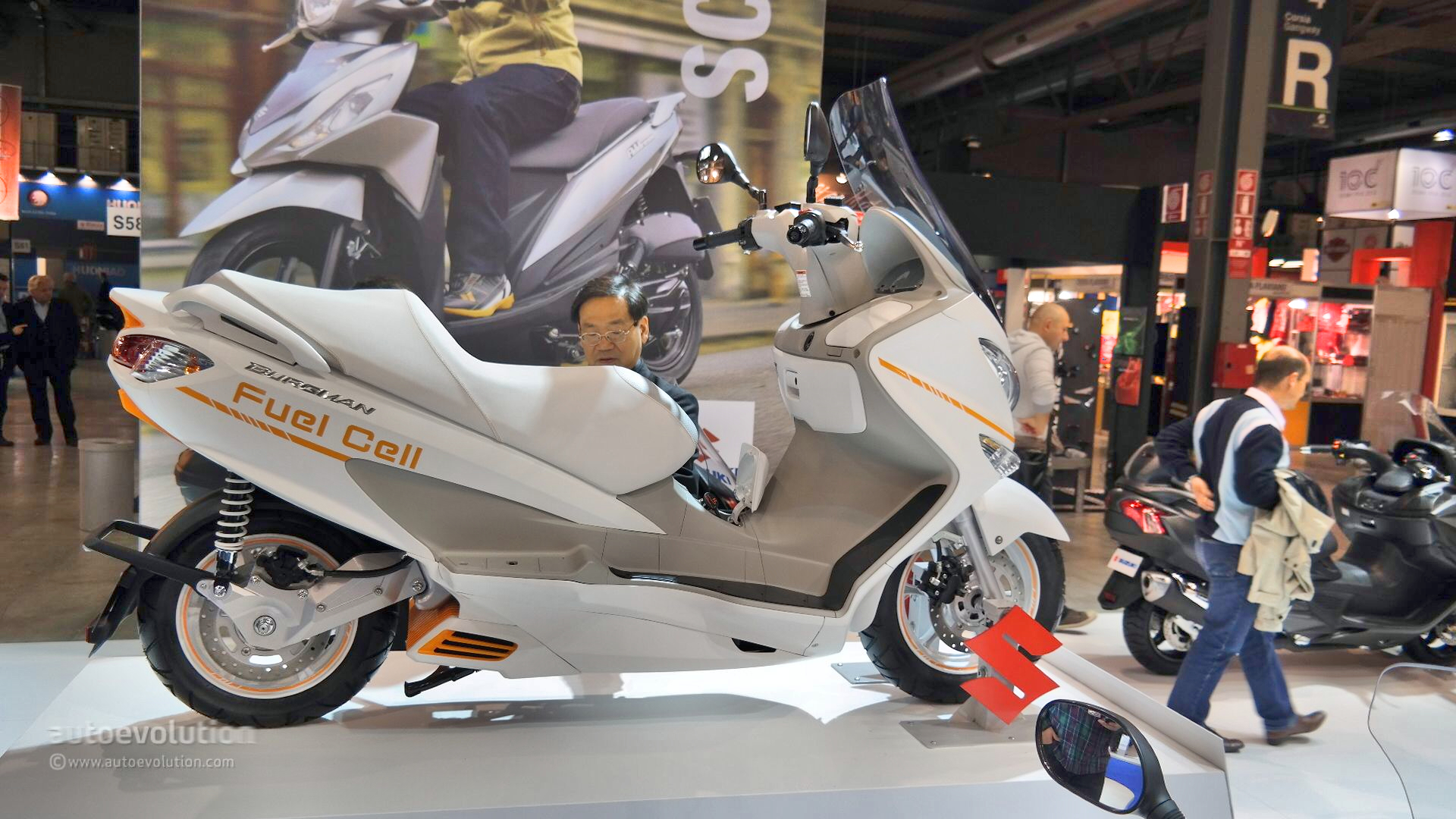 Suzuki Burgman Fuel-Cell Scooter Tech Examined at EICMA ...