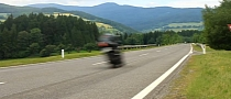 Suzuki GSX1000R and Yamaha YZF-R1 300 km/h Fly-By [Video]