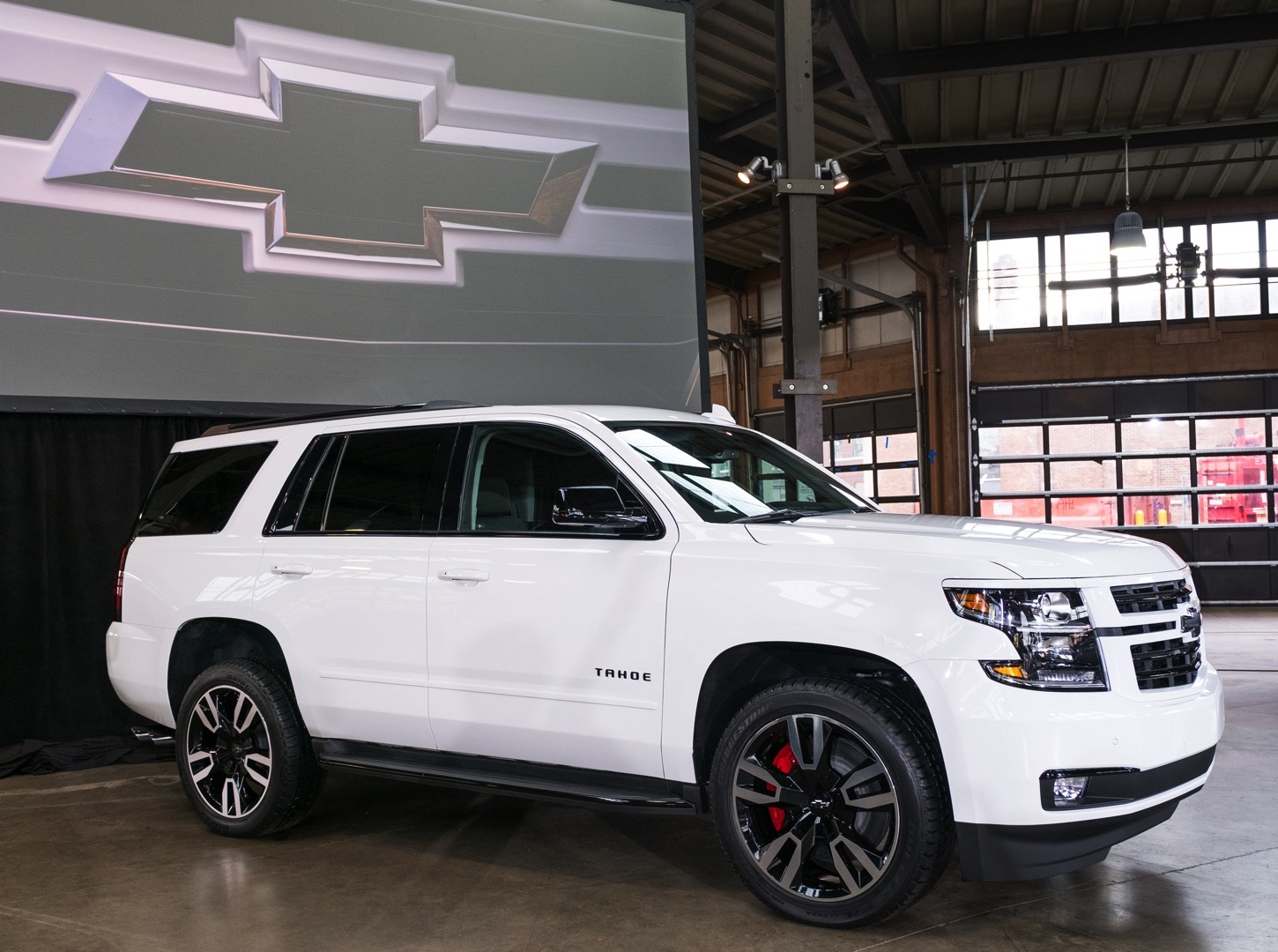 Tahoe Rst Is A Full Size Chevrolet Suv Packing Hp Autoevolution