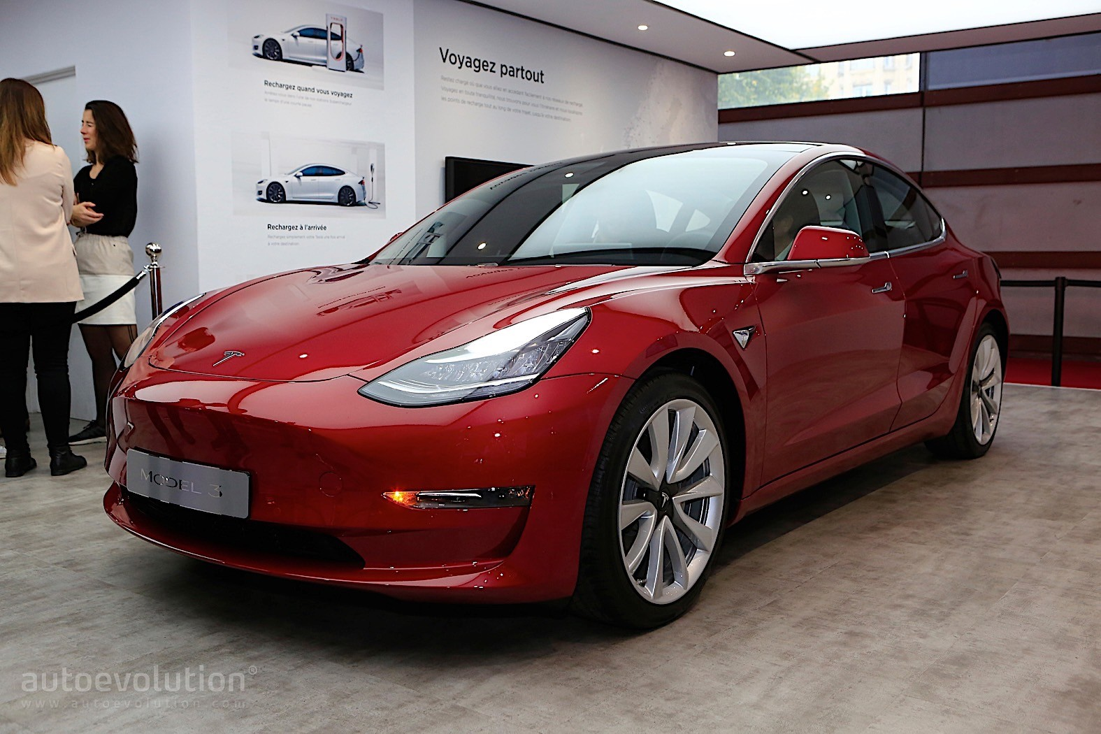 tesla makes pricing adjustments to the model 3 autoevolution. Black Bedroom Furniture Sets. Home Design Ideas