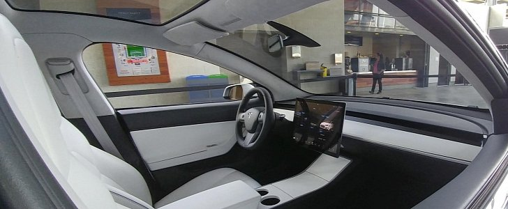 Tesla model 3 interior in broad daylight looks like for Tesla model 3 interieur