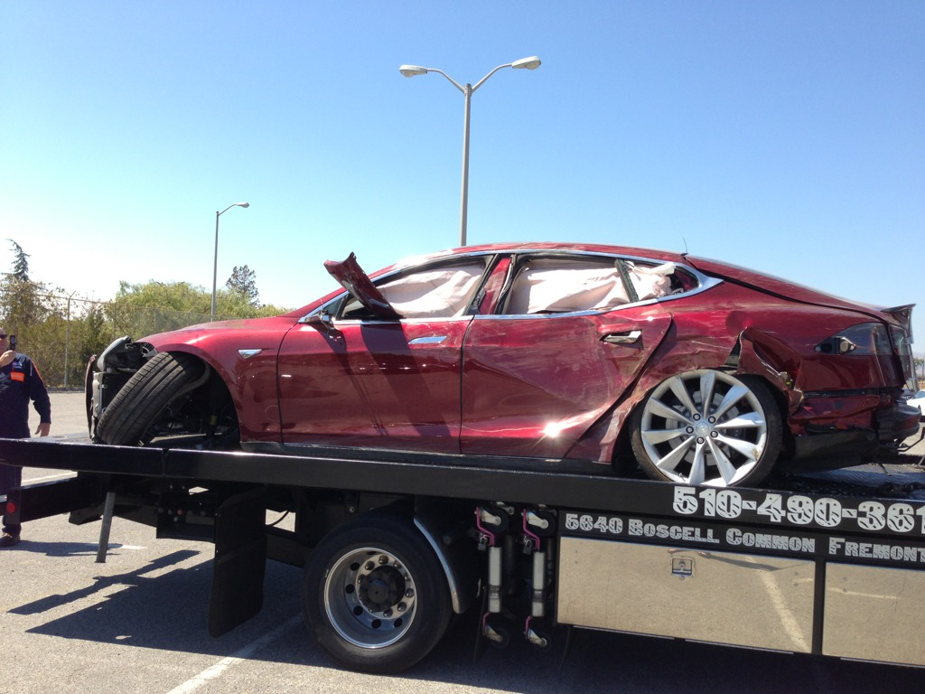 Tesla Model S Crash Destroyed Unit Shows Up Autoevolution