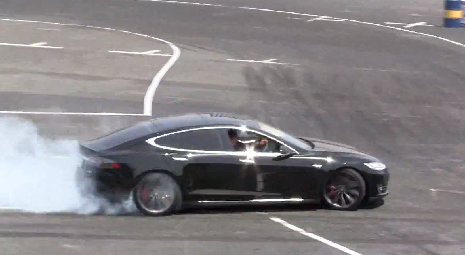Tesla Model S Goes Drifting In Japan Destroys Rear Tires Autoevolution