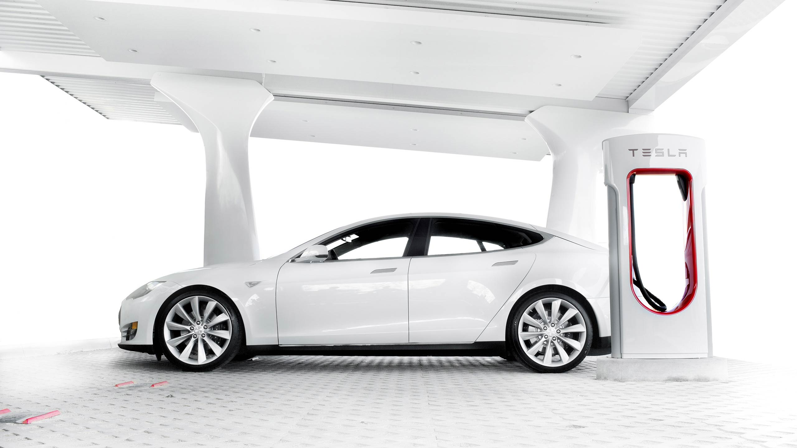 Tesla's Supercharger Network Reaches Almost 400 Charging ...
