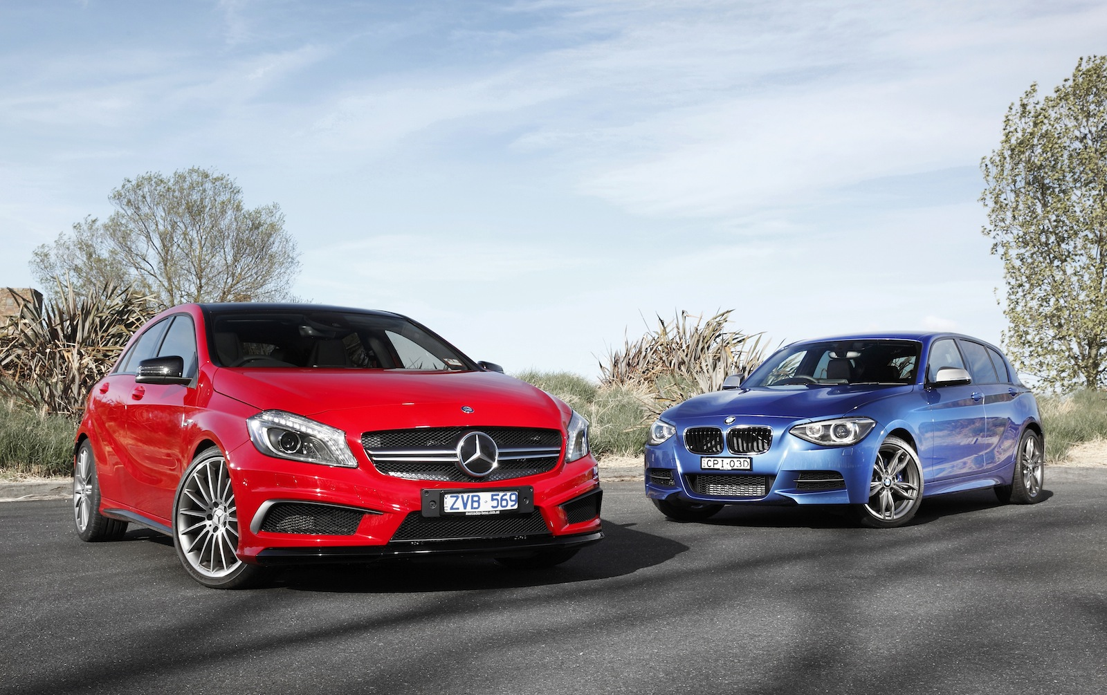 the a 45 amg and bmw m135i compared by car advice autoevolution. Black Bedroom Furniture Sets. Home Design Ideas
