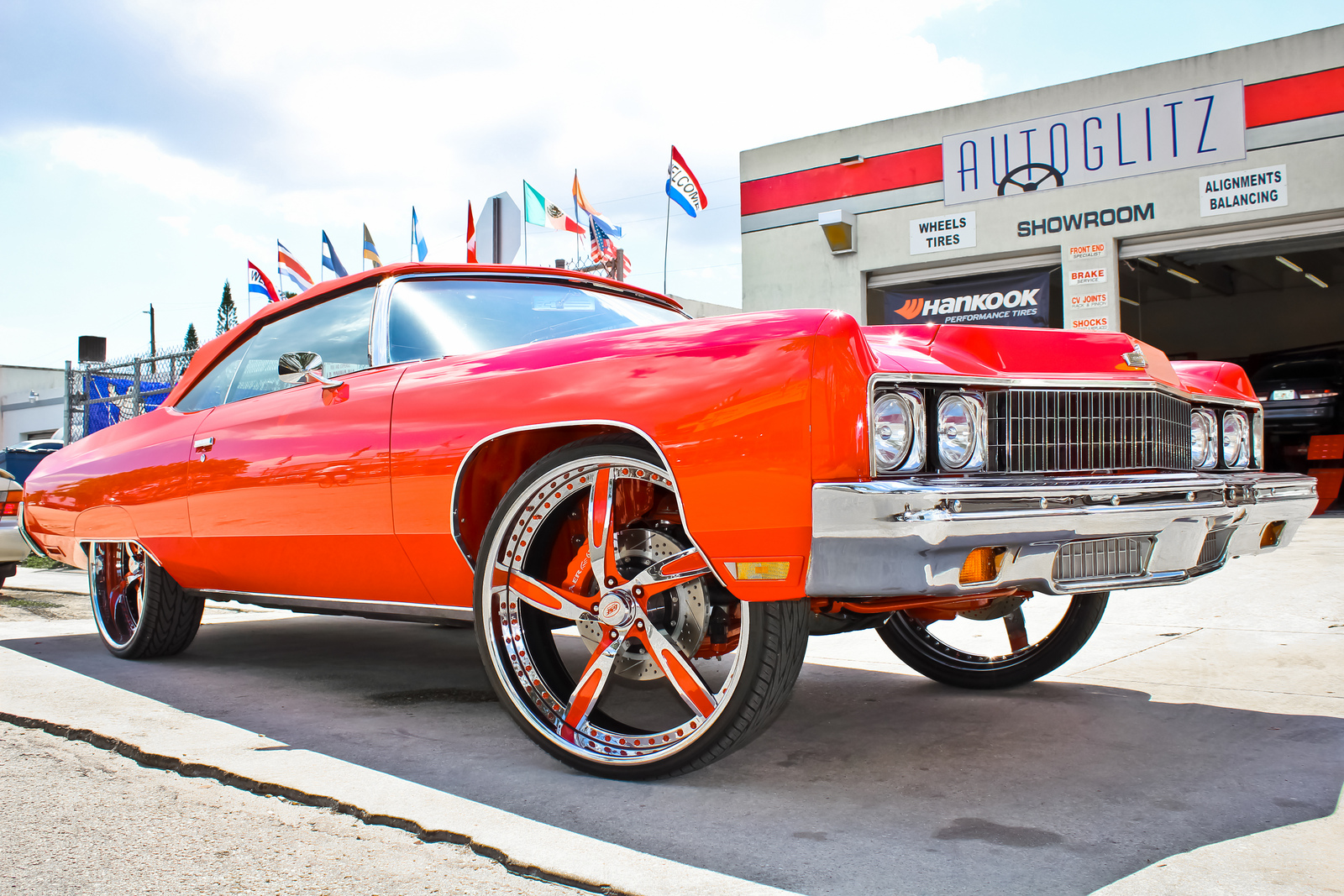 The Donk Putting Huge Wheels On A Car Autoevolution - Donk car show