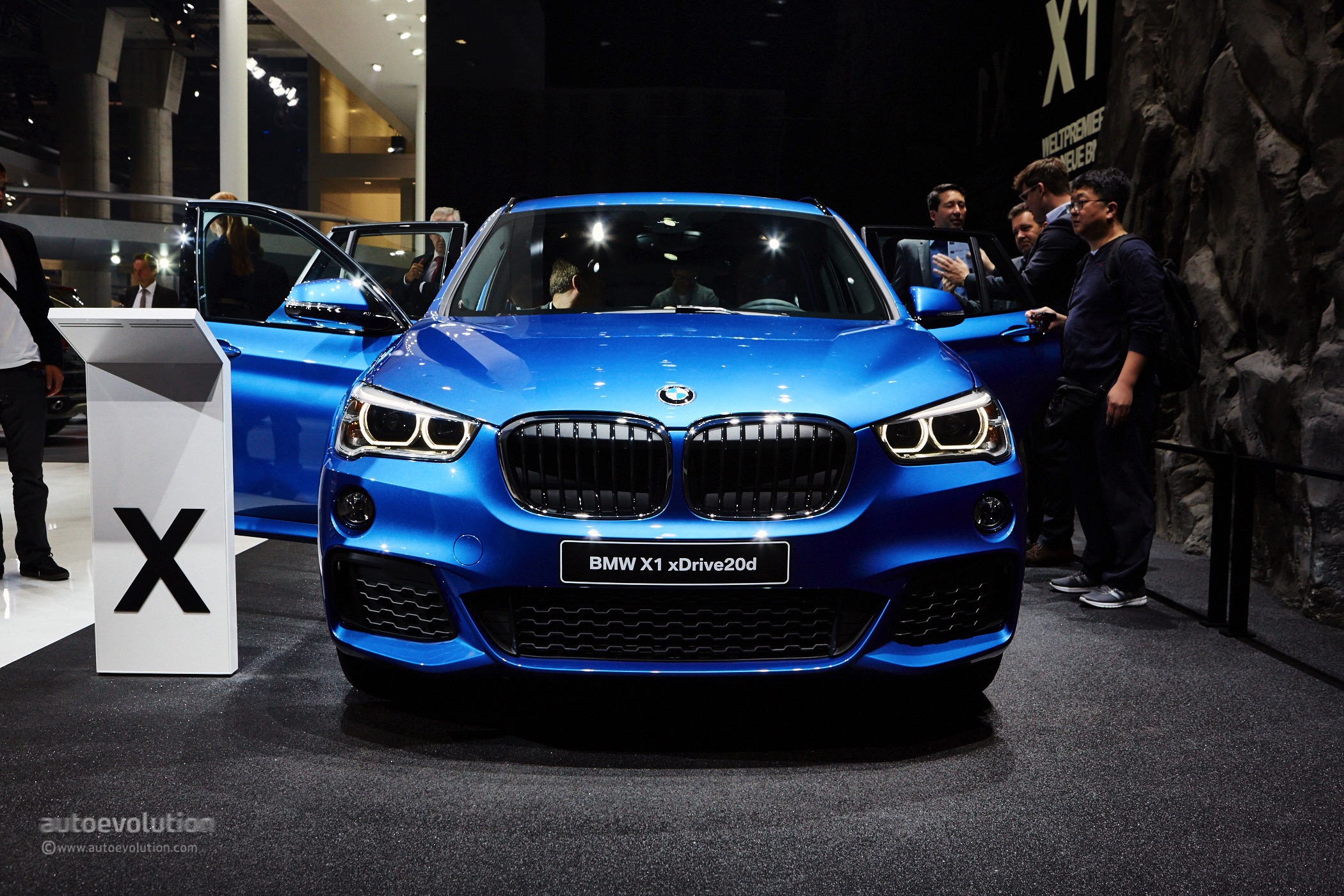 The first fwd bmw x1 looks amazing in m sport guise at frankfurt autoevolution
