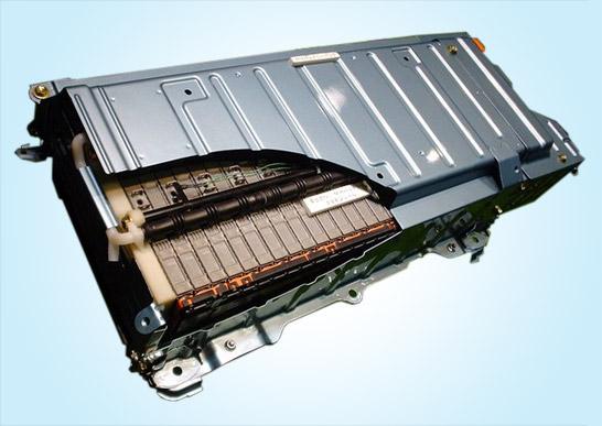 Daimler and Evonik Partner for Superior Lithium-Ion Car