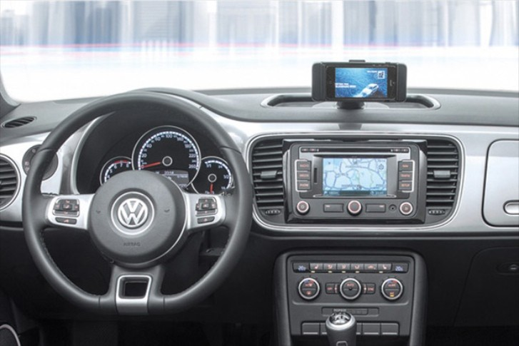 The iBeetle Gets an iPhone Dock