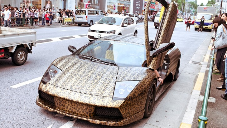 The King of Kitsch - Leopard Wrapped Lamborghini in Japan