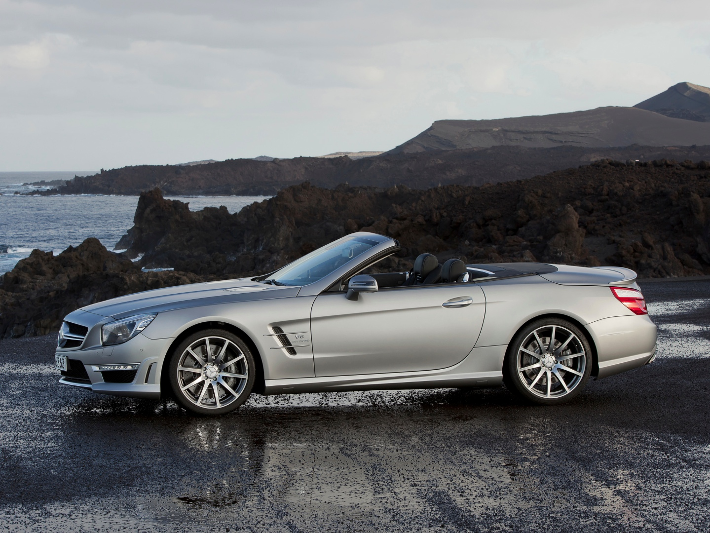 My2015 mercedes benz sl 63 amg gets a more powerful v8 for Mercedes benz v8 amg