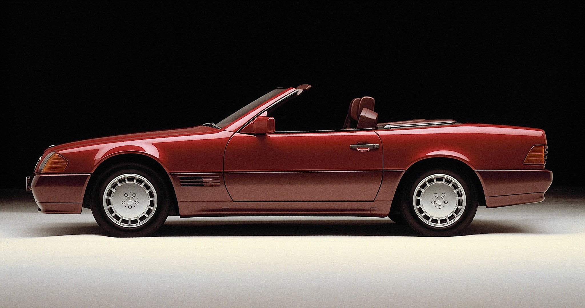 The mercedes benz sl roadster r129 turns 25 photo for Mercedes benz sl convertible