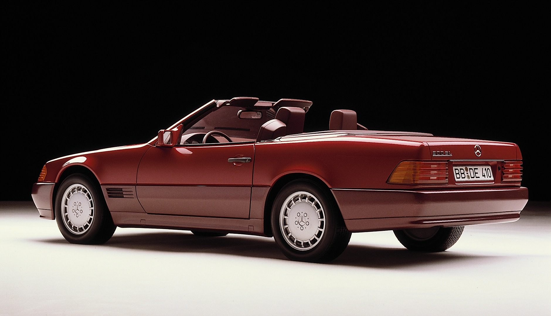 The mercedes benz sl roadster r129 turns 25 photo for Mercedes benz sl roadster