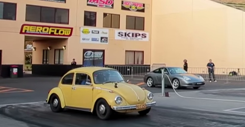 The Moment When a VW Beetle Sleeper Smokes a Porsche 911 in a Quarter Mile Race - autoevolution