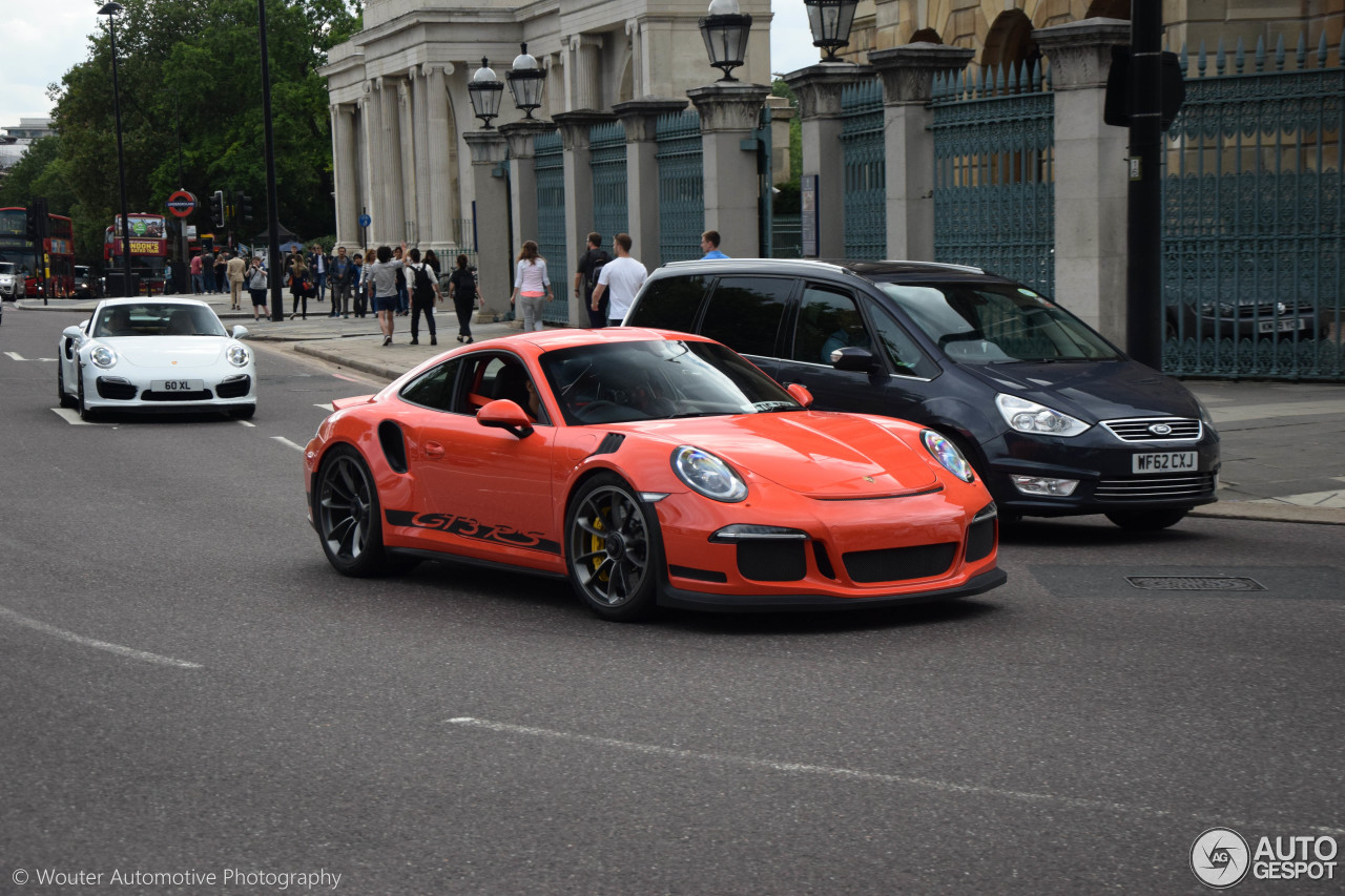 the moment when a wingless porsche 911 gt3 rs pdk makes a 911 turbo s look tame autoevolution
