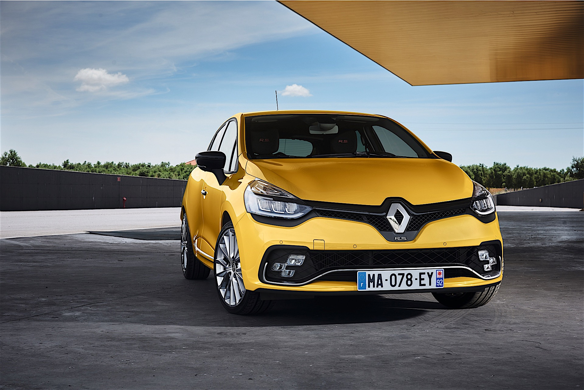 2017 renault clio rs unveiled along with clio gt line autoevolution. Black Bedroom Furniture Sets. Home Design Ideas