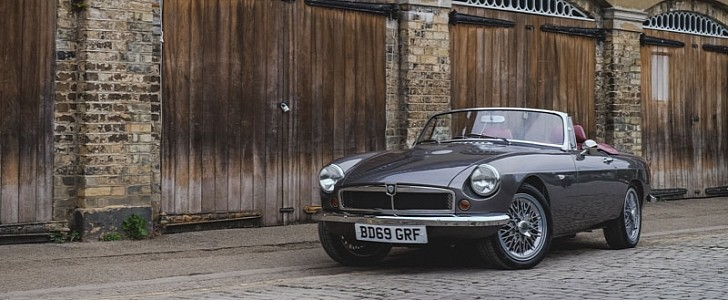 The Rbw Ev Roadster Blends Mgb Heritage Body Shell With Electric Propulsion Autoevolution