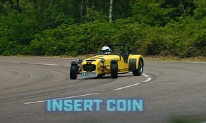 The Stig Drifts Insanely Fast Caterham 620R in the Wet, Delivers Like a Pro
