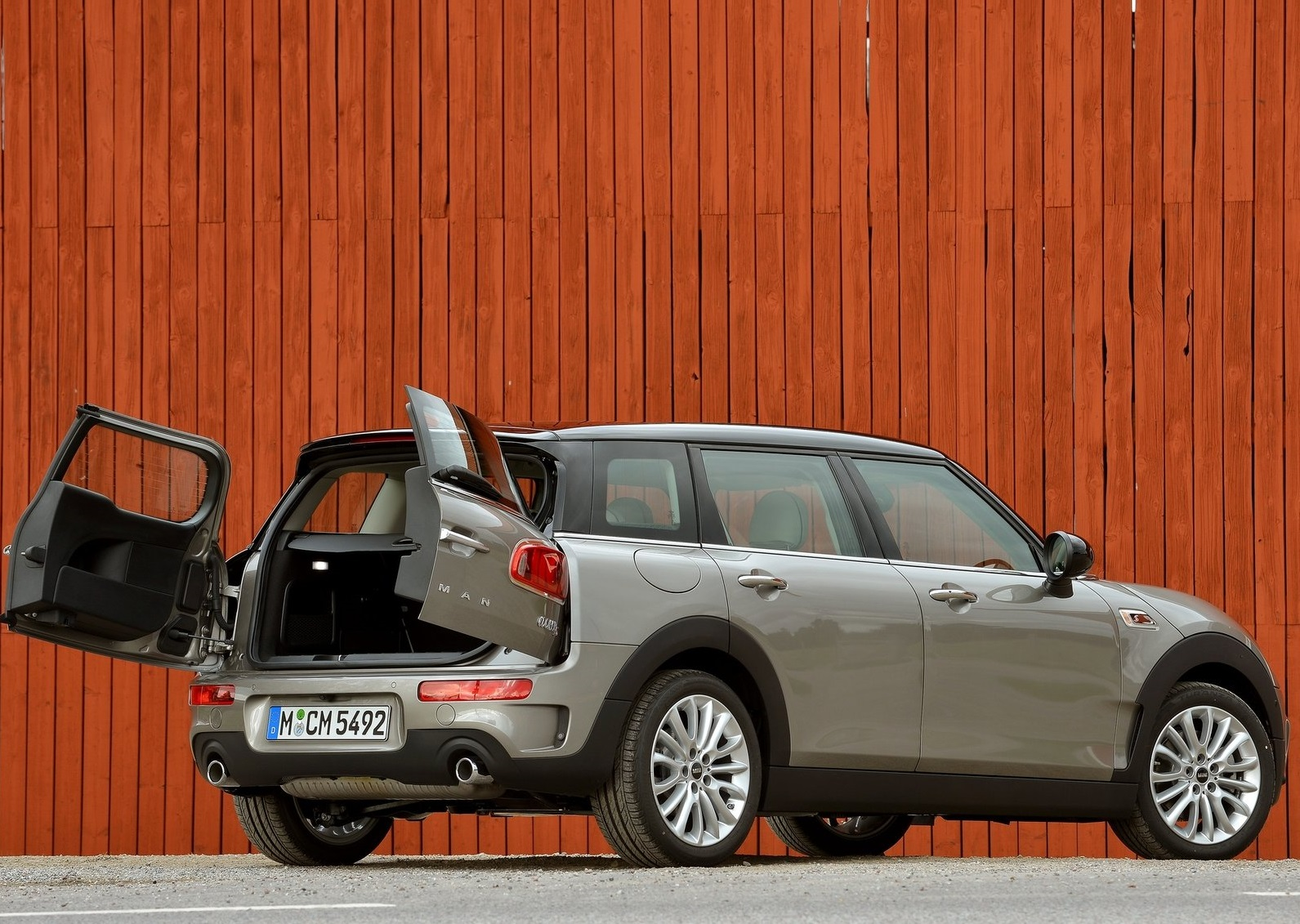 10 photos & The Versatility of the Clubman\u0027s Barn-Style Doors Showcased by ...