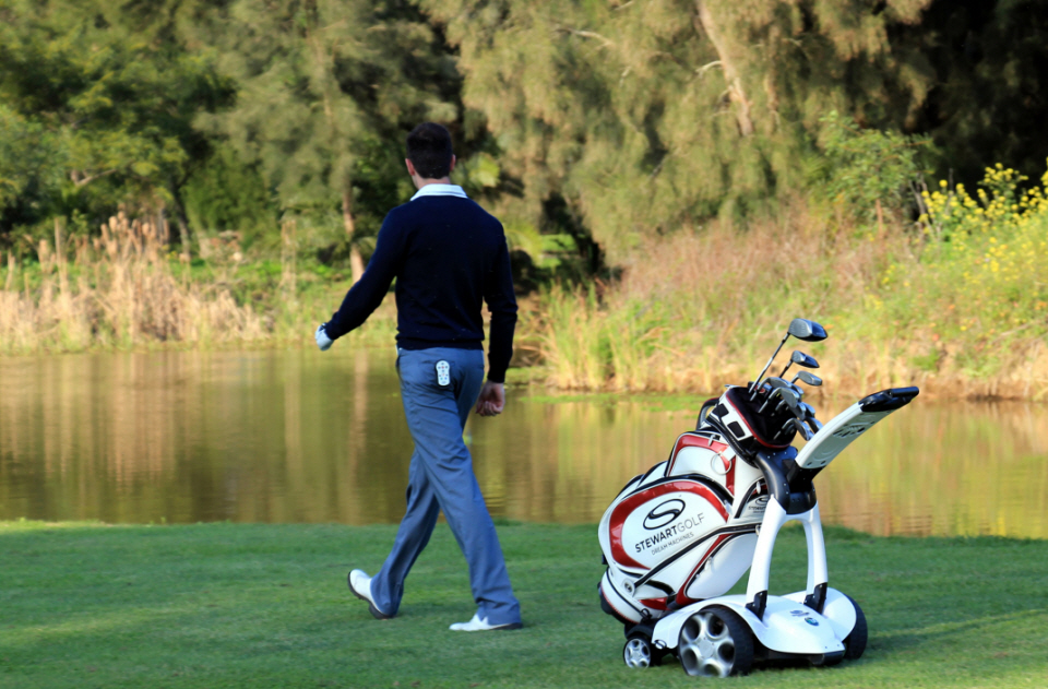 The X9 Is A Futuristic Golf Trolley That Will Follow You