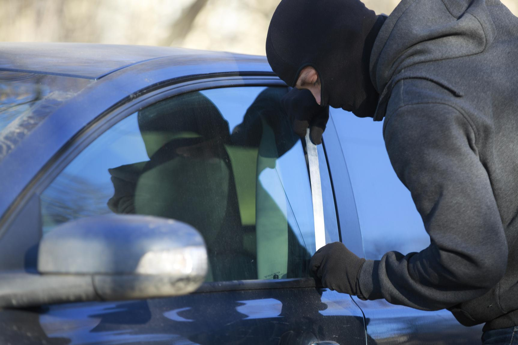 how to prevent your car from being broken into in five easy