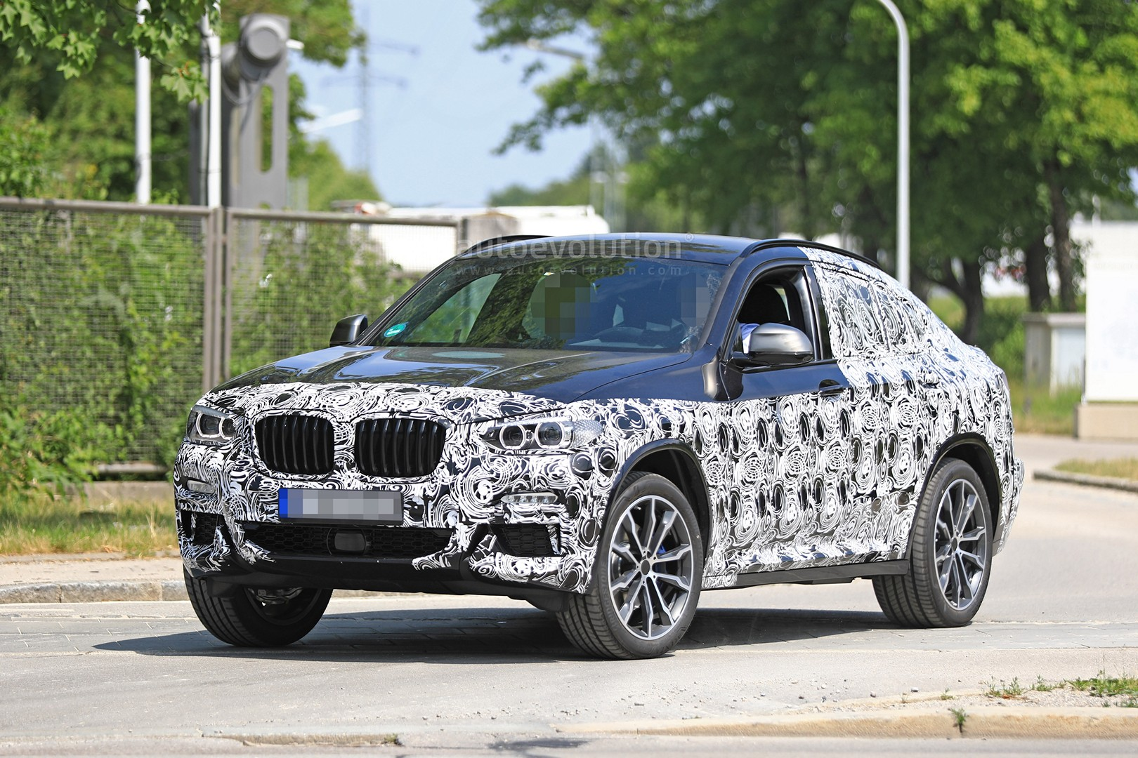 thinly disguised 2019 bmw x4 m40i this could be it autoevolution. Black Bedroom Furniture Sets. Home Design Ideas