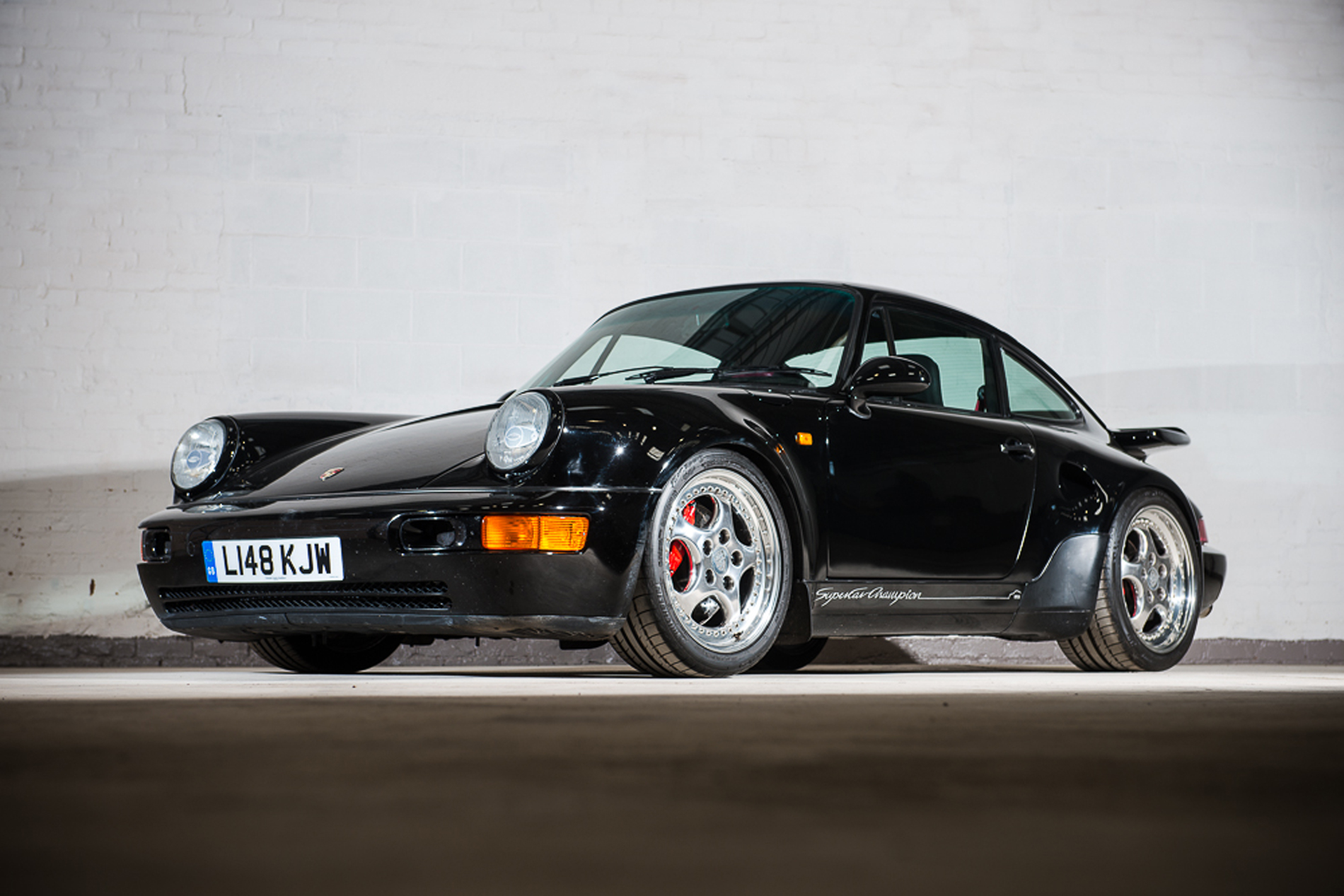this 964 turbo s leichtbau isn t your average porsche 911 autoevolution. Black Bedroom Furniture Sets. Home Design Ideas