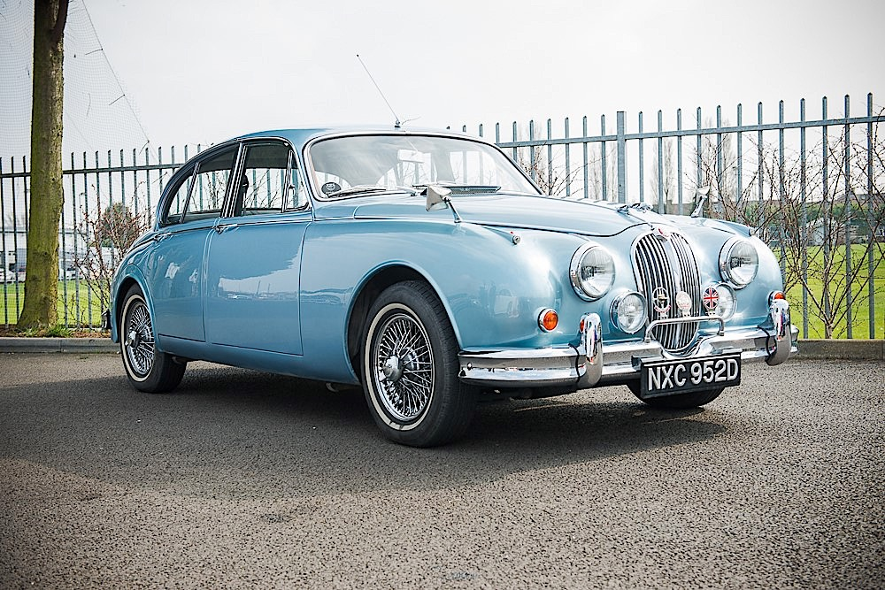 this jaguar mk 2 is full of grace pace and space autoevolution. Black Bedroom Furniture Sets. Home Design Ideas