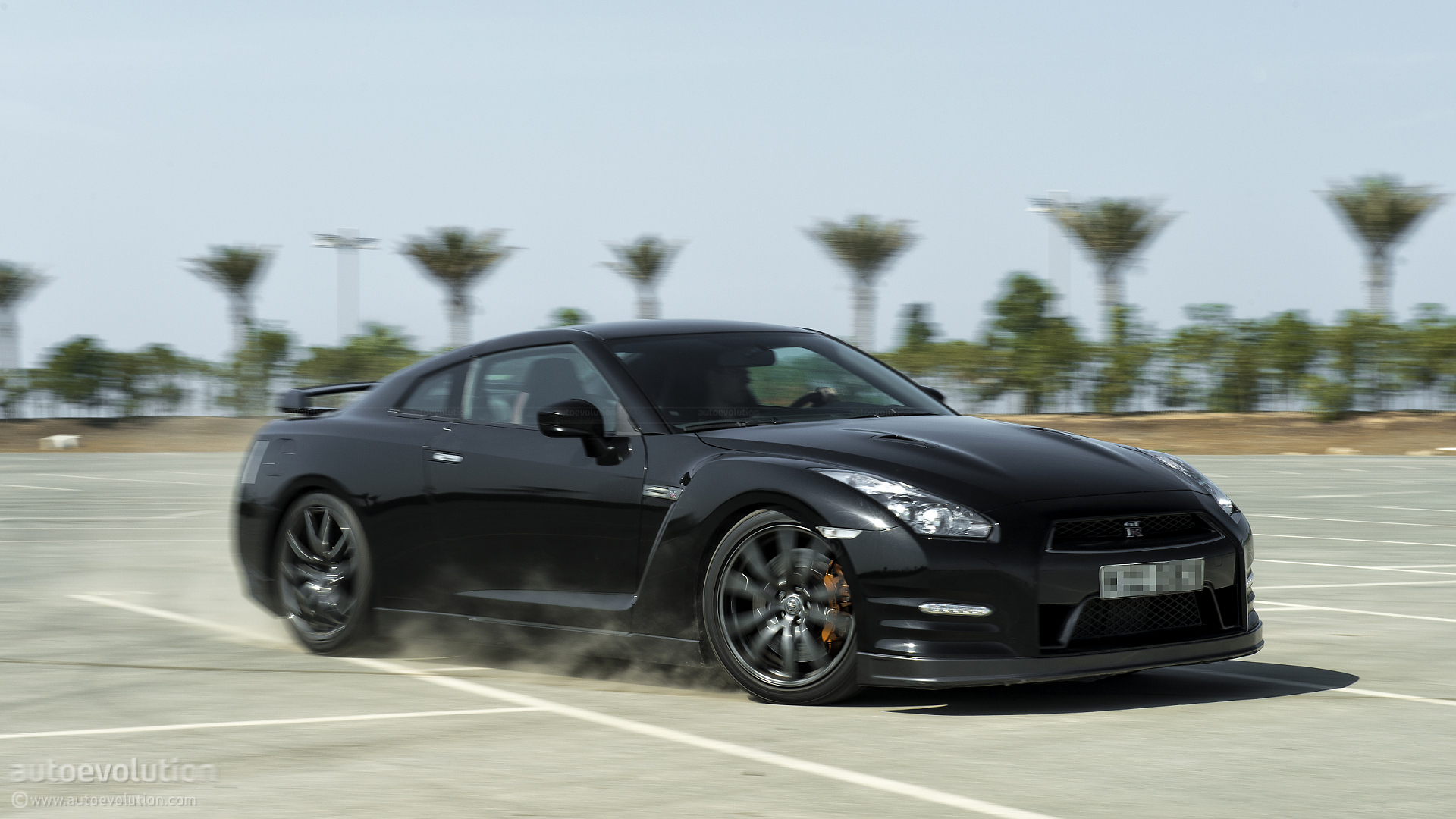 15 Photos. Nissan GT R ...