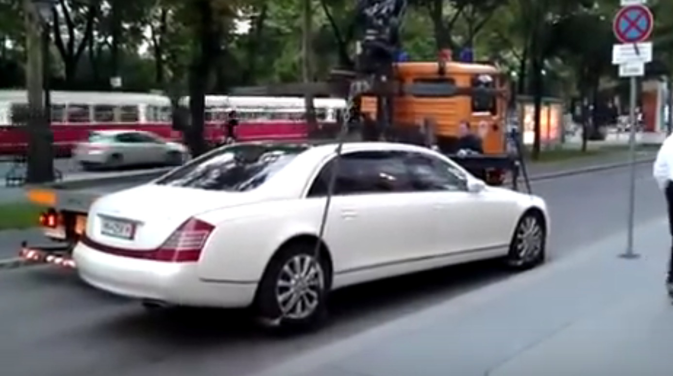 Tow Truck Fail Old Maybach 62s Proves Too Heavy In Vienna Autoevolution