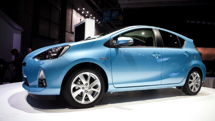 Toyota Aqua / Prius C Is Already a Hit in Japan