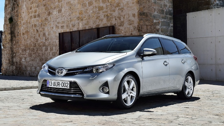 toyota auris touring sports puts the hybrid in estate. Black Bedroom Furniture Sets. Home Design Ideas