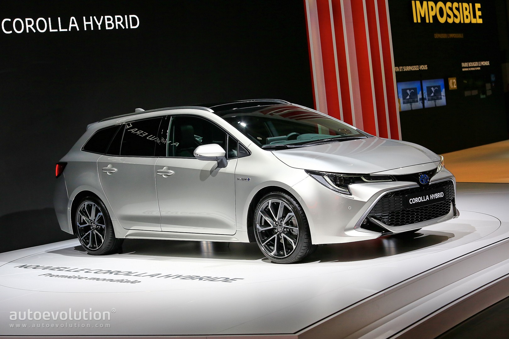 Toyota Corolla Hybrid Wagon Has Giant Trunk And Even Ger Tablet In Paris