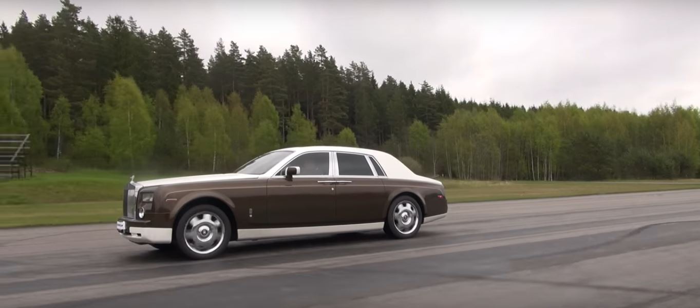 Rolls-Royce Phantom vs. Toyota GT 86 Drag Race Is David and Goliath ...