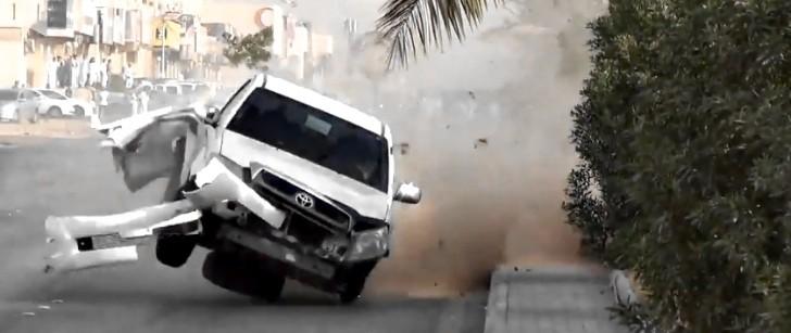 Toyota Hilux Drifts Into Oblivion in Saudi Arabia [Video]