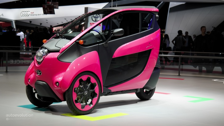 toyota i road wears pink at paris motor show 2014 live photos autoevolution. Black Bedroom Furniture Sets. Home Design Ideas