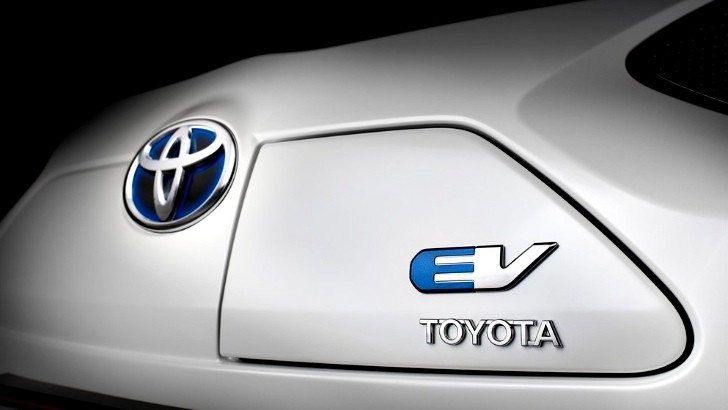 Toyota iQ EV Shown Ahead of Paris Debut