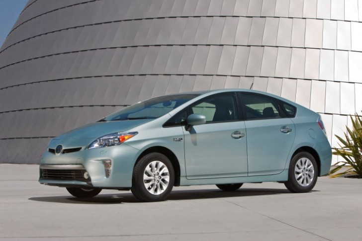 Toyota Lowers 2014 Prius Plug-in Prices, Base Model Starts Under $30,000