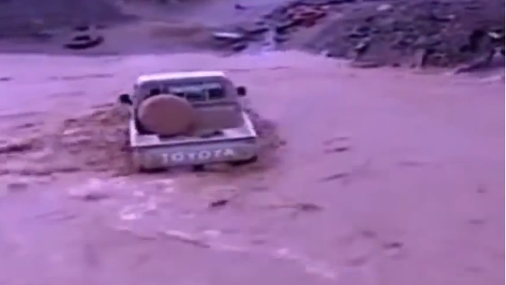 Toyota Pickup - 1, Flash Flood - 0 [Video]