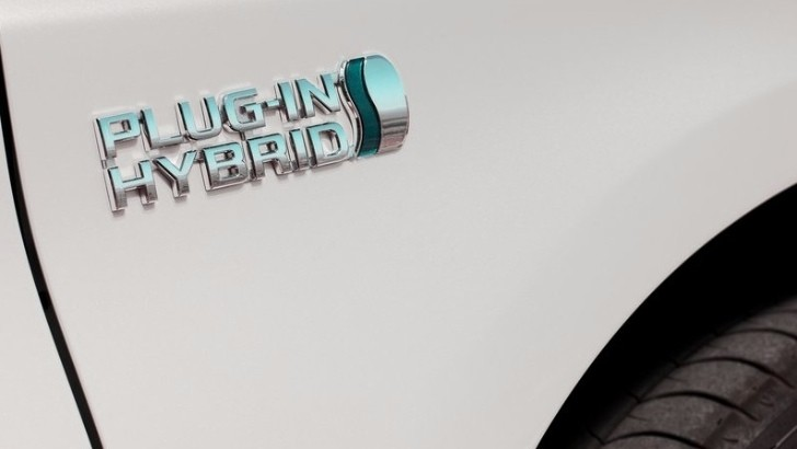 Toyota Prius Plug-In Gets $5,000 Cash-Back Discount